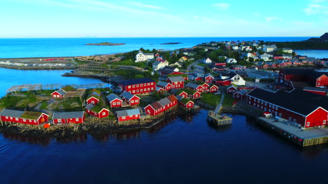 vídeos de stock e filmes b-roll de aerial footage of small fishing village of hamnoy on lofoten islands in norway, popular tourist destination with its typical red houses and natural beauty. aerial 4k ultra hd. - lofoten