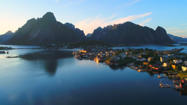 vídeos de stock e filmes b-roll de aerial footage of small fishing village of hamnoy on lofoten islands in norway, popular tourist destination with its typical red houses and natural beauty. aerial 4k ultra hd. - noruega