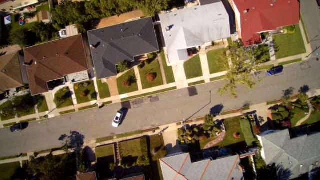 aerial footage of the queens village residential area, new york city, usa. - жилой район стоковые видео и кадры b-roll