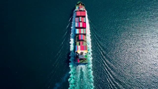 vídeos de stock e filmes b-roll de aerial footage of ultra large container ship at sea, top down view - navio
