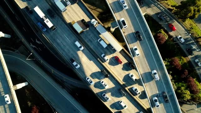 aerial freeway slow motion - traffic filmów i materiałów b-roll