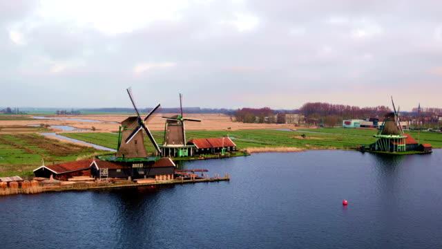 flygbilder från traditionella väderkvarnar på zaanse schans i nederländerna - drone amsterdam bildbanksvideor och videomaterial från bakom kulisserna