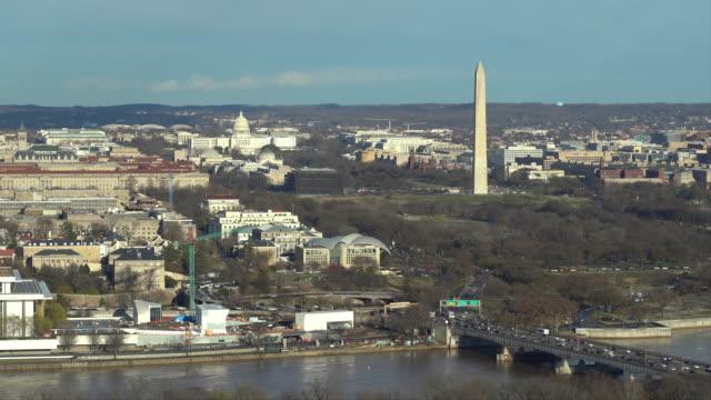 lincoln memorial washington anıtı ve amerika birleşik devletleri capitol ile washington dc national mall havadan yüksek açı görünümü. abd landmark ve seyahat hedef kavramı - kubbe stok videoları ve detay görüntü çekimi