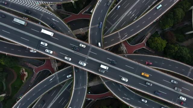aerial highway junction at night - estakada skrzyżowanie dróg filmów i materiałów b-roll