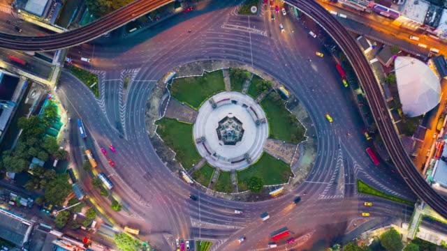 泰國曼谷勝利紀念碑地標的空中超延遲 - 亞洲中部 個影片檔及 b 捲影像