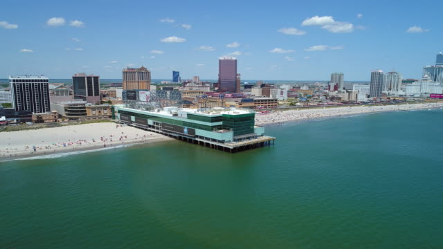 aerial hyperlapse atlantic city pier - oceano atlantico video stock e b–roll