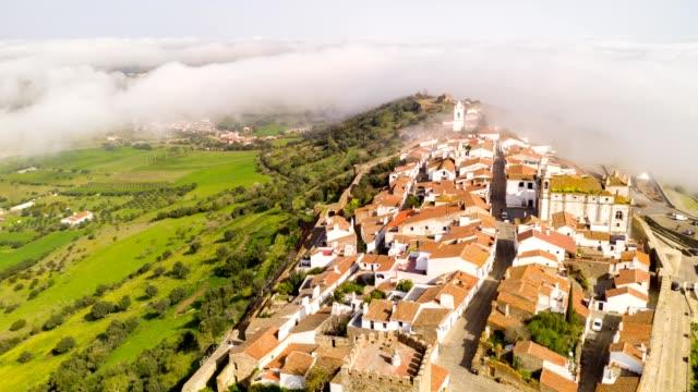 vídeos de stock e filmes b-roll de aerial hyperlapse moving timelapse with a drone in monsaraz village and beautiful castle, in portugal - vídeos de barragem portugal