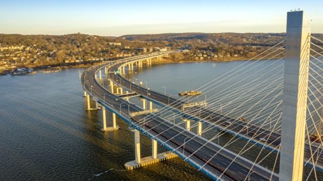vídeos de stock, filmes e b-roll de hiperlapso aéreo da ponte new tappan zee - ponte