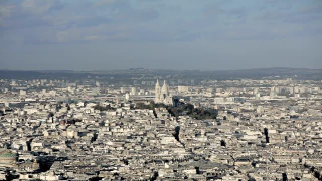 paris, france - november 20, 2014: aerial introduction shot of the sacre coeur. - montmatre utsikt bildbanksvideor och videomaterial från bakom kulisserna