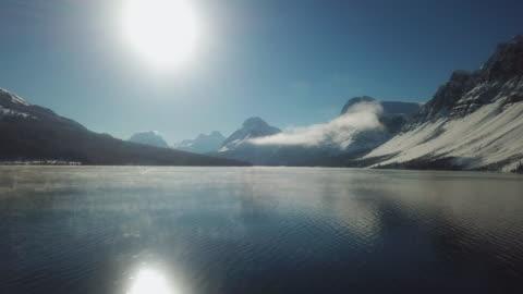 vidéos et rushes de antenne de lac en hiver, vue de drone - froid