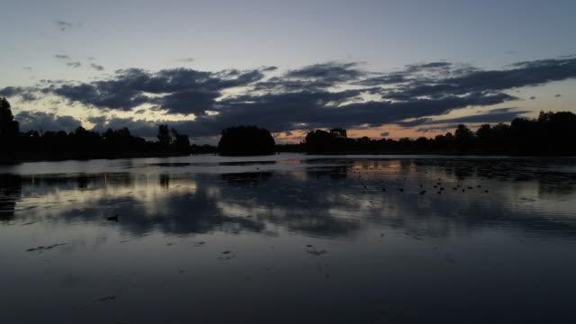 vidéos et rushes de reflet du lac aériennes - lac reflection lake