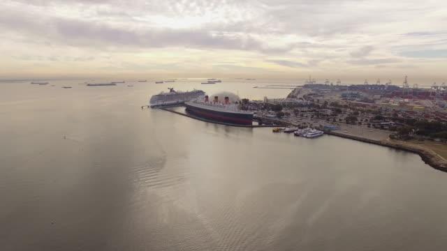 stockvideo's en b-roll-footage met luchtfoto long beach carnaval cruise lines - baai