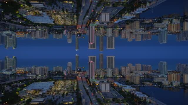 aerial spiegel effekt stadt twilight - landscape crazy stock-videos und b-roll-filmmaterial