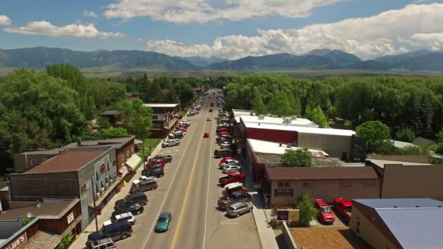 空中的蒙大拿埃尼斯 - 城鎮 個影片檔及 b 捲影像