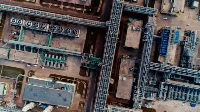 建設設備の精製工場上の空中運動 - 気体点の映像素材/bロール