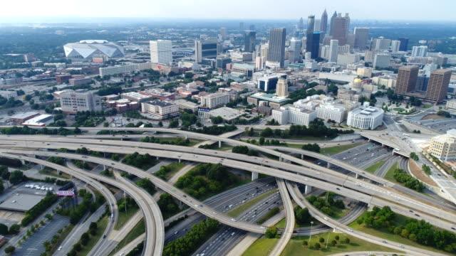 애틀랜타의 공중, 스카이 라인과 ga 고속도로 정션 - 스카이라인 스톡 비디오 및 b-롤 화면
