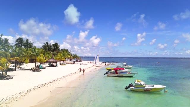 Aerial von schönen Strand auf einer tropischen Insel, Mauritius – Video
