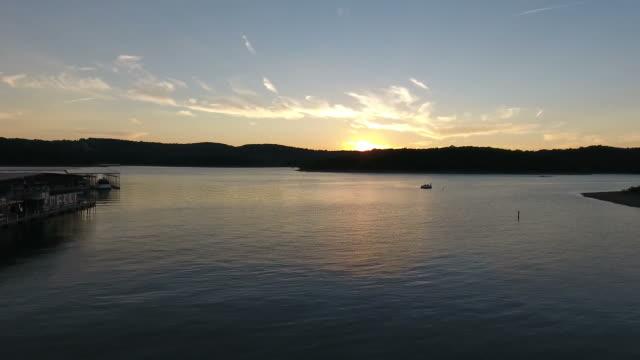 aerial of boat docks and stunning lake sunset - missouri стоковые видео и кадры b-roll