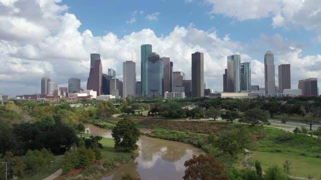 antenn av downtown houston, texas - skyline bildbanksvideor och videomaterial från bakom kulisserna