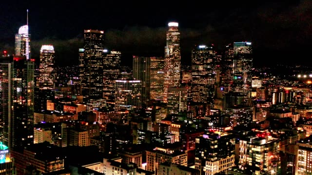 aerial of downtown los angeles california at night - los angeles стоковые видео и кадры b-roll