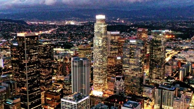 夜のダウンタウン ロサンゼルス カリフォルニアのアンテナ - アメリカ文化点の映像素材/bロール