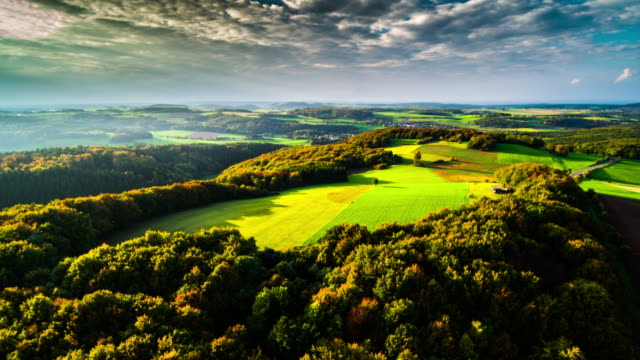 vídeos de stock e filmes b-roll de aerial of eifel mountain range in germany - alemanha