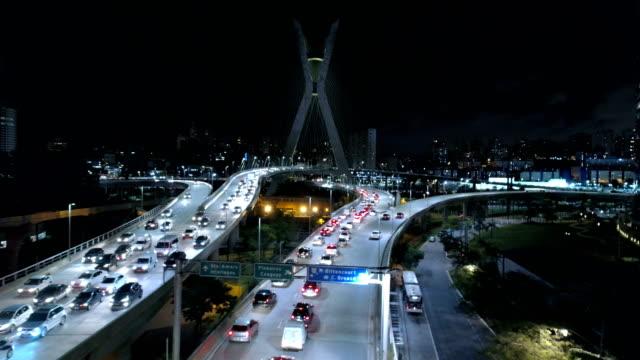 aerial of estaiada bridge at night - 橋 建築物 個影片檔及 b 捲影像