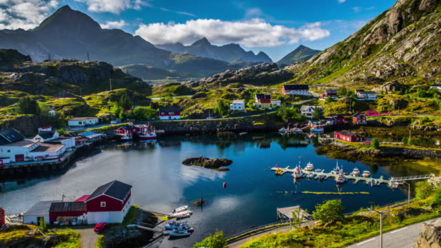 vídeos de stock e filmes b-roll de aerial of fishing village in norway - beautiful landscape - noruega