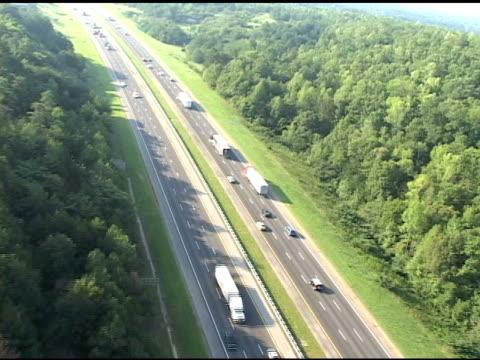 空から見た highway - 州間高速道路点の映像素材/bロール