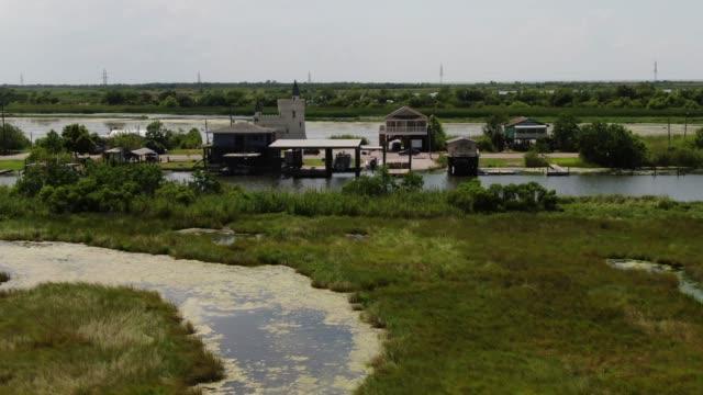 aerial of homes off the bayou in southern louisiana, usa - побережье мексиканского залива сша стоковые видео и кадры b-roll