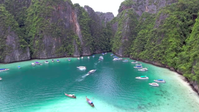 aerial of island ,phi phi thailand - phuket video stock e b–roll