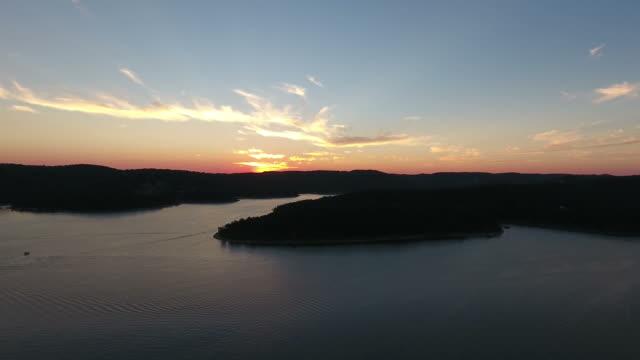 aerial of lake sunset on expansive horizon - missouri стоковые видео и кадры b-roll