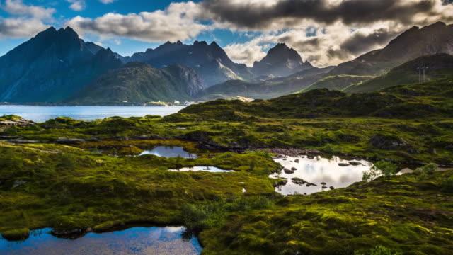 vídeos de stock e filmes b-roll de aerial of landscape in norway, lofoten islands - noruega
