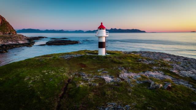 luftbild der leuchtturm auf den lofoten in norwegen - andøya - leuchtturm stock-videos und b-roll-filmmaterial