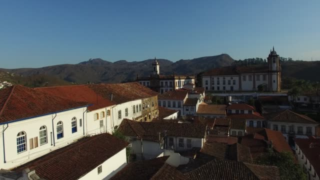 minas gerais, brezilya için ouro preto'daki şehrin hava - minas gerais eyaleti stok videoları ve detay görüntü çekimi