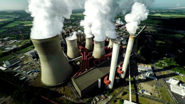 антенна из электростанция - уголь стоковые видео и кадры b-roll