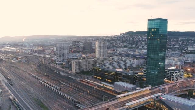 aerial of prime tower, hardbrücke, zürich-west - szwajcaria filmów i materiałów b-roll