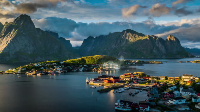 vídeos de stock e filmes b-roll de aerial of reine village, lofoten islands, norway - lofoten
