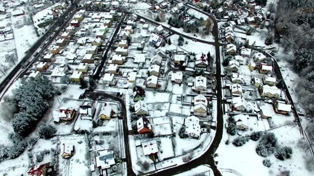 antenn av bostäder stadsdelen sjöar och skogar i vinter - roof farm bildbanksvideor och videomaterial från bakom kulisserna