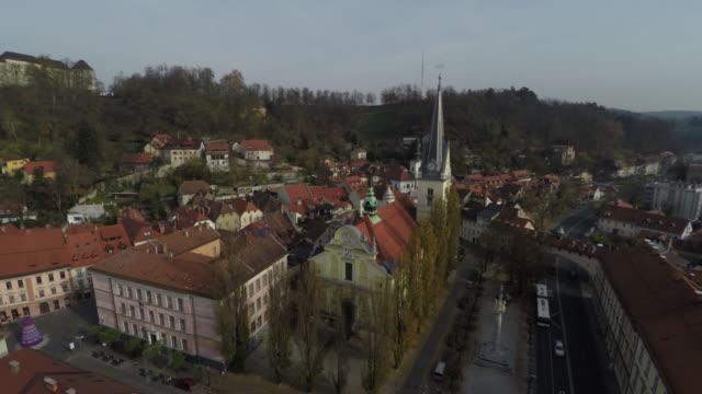 vídeos de stock, filmes e b-roll de antena da igreja de jacob de saint em ljubljana - eslovênia