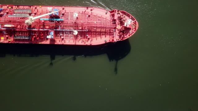 vídeos de stock, filmes e b-roll de antena de navio petroleiro - países bálticos