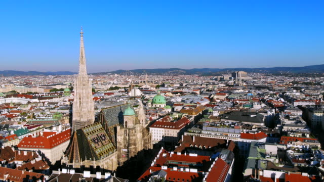 aerial of vienna st. stephen's cathedral - австрия стоковые видео и кадры b-roll