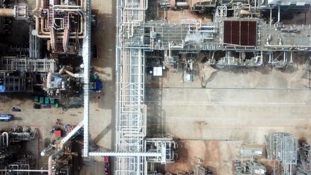 vídeos y material grabado en eventos de stock de planta de aceite aéreo, tubería - imperfección