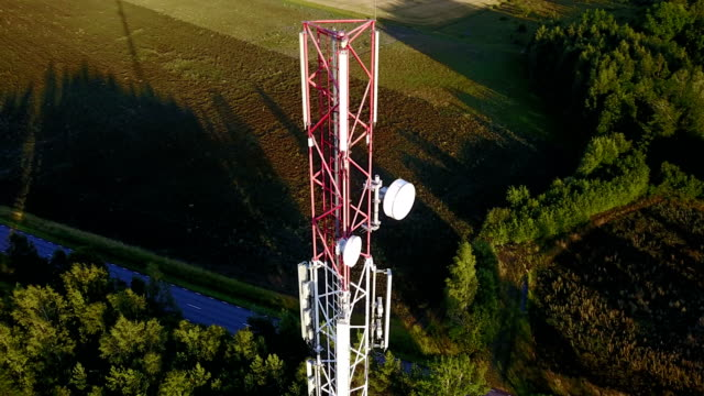 aerial orbit of mobile phone communication tower - antena filmów i materiałów b-roll