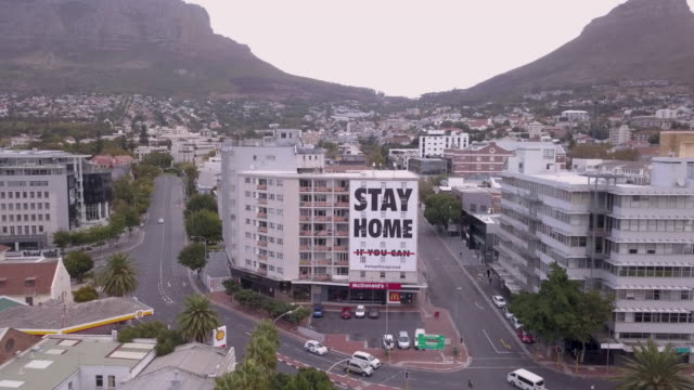 aerial over city of cape town during corona virus lockdown, with empty streets - lockdown filmów i materiałów b-roll