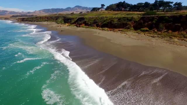 vídeos de stock e filmes b-roll de aerial - pacific coast highway, california - estrada 001