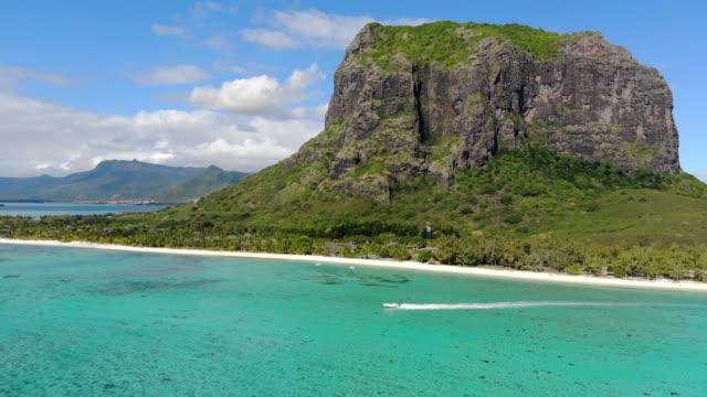 aerial panorama of mauritius island and le morne brabant mountain with blue lagoon - isole mauritius video stock e b–roll