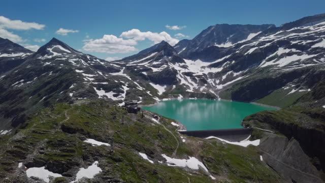 flygpanoraman över weissee glacier lake i uttendorf, salzburger land, österrike. - videor med salzburg bildbanksvideor och videomaterial från bakom kulisserna