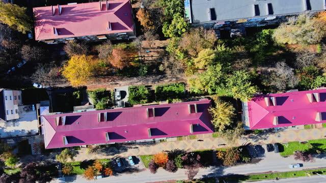 vista panoramica aerea dal tetto storico città vecchia uzhhorod, in transcarpazia ucraina europa - transcarpazia video stock e b–roll