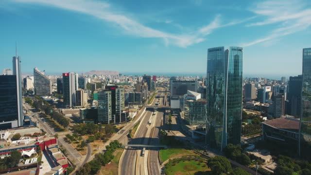 luftbild-panoramaansicht des finanzdistrikts san isidro in lima, peru. - peru stock-videos und b-roll-filmmaterial
